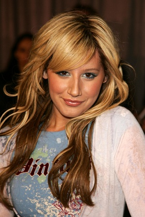 hairstyle with bangs is a great choice for many of you