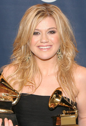 Kelly Clarkson's Curly Hairstyle, elly Clarkson Long layered Hairstyle