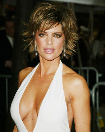 lisa rinna s short hair cut lisa rinna at a evening function this