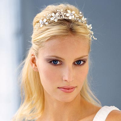 Site Blogspot  Wedding Hairstyles  Short Hair on Shakira Blog  Wedding Hairstyles For Medium Hair With Tiara